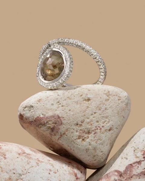 Prounis和Nina Runsdorf天然钻石原石戒指