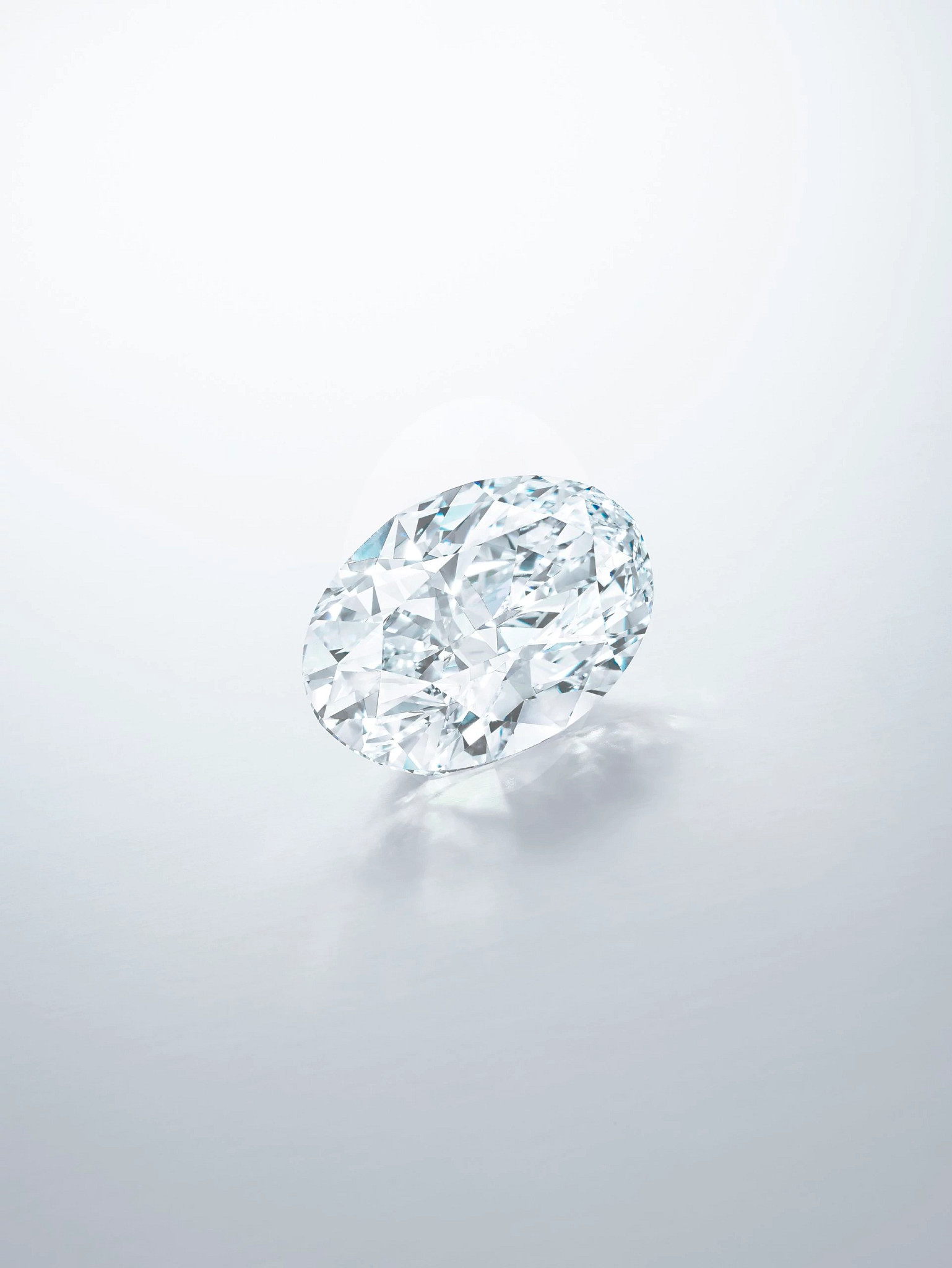 102.39克拉的D色椭圆形无瑕白钻