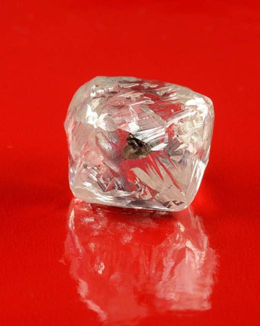 内含Pink crystal的天然钻石