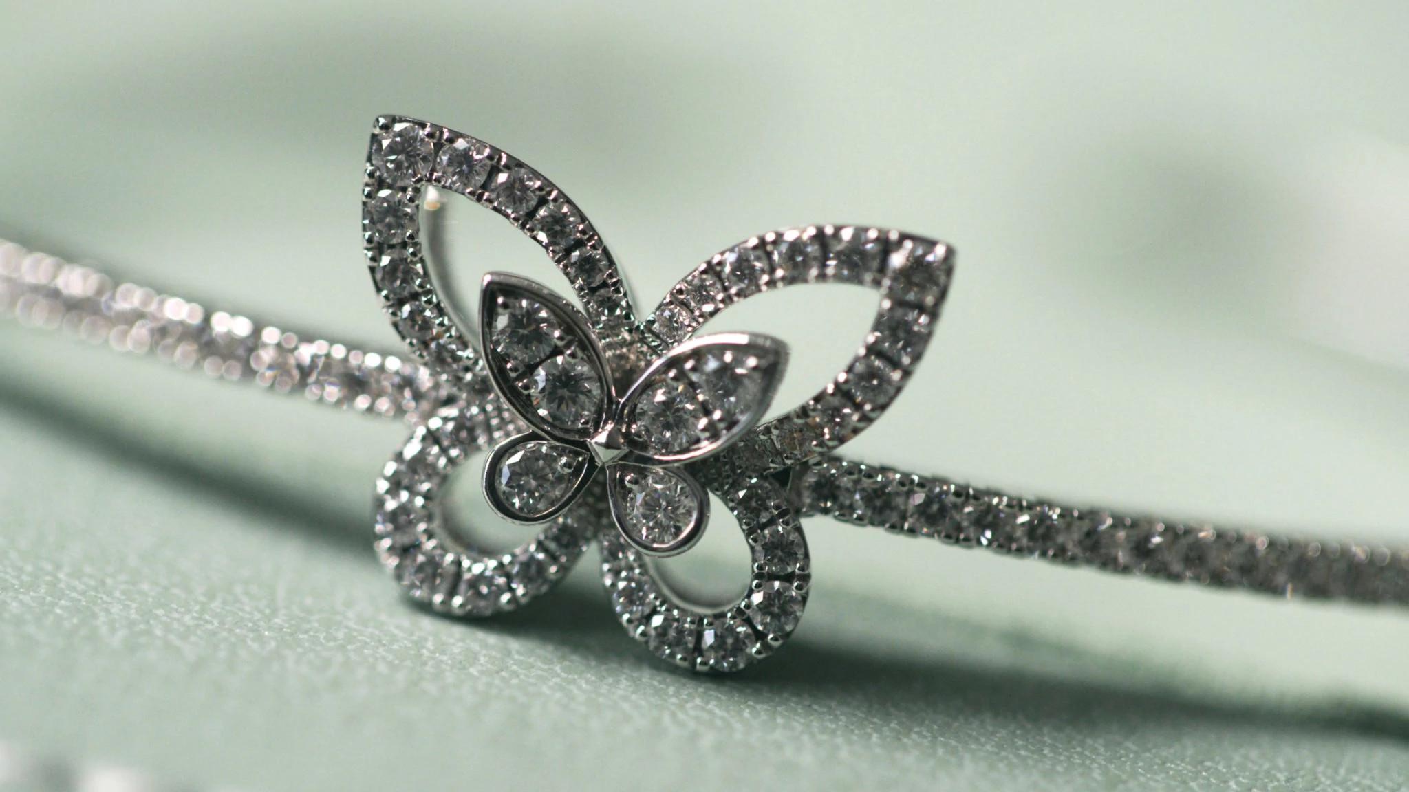 蝴蝶轮廓天然钻石手链