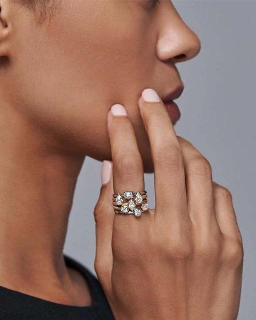 Jade Trau设计的叠加戒指