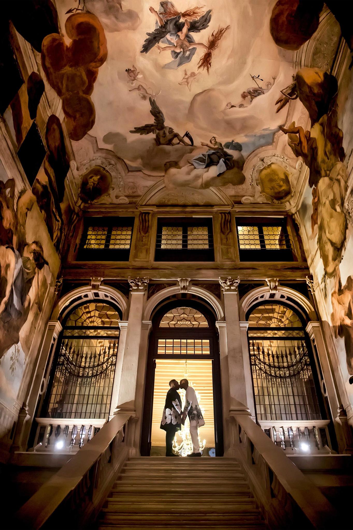 大卫和约翰尼在威尼斯的萨赛格雷多酒店举行婚礼