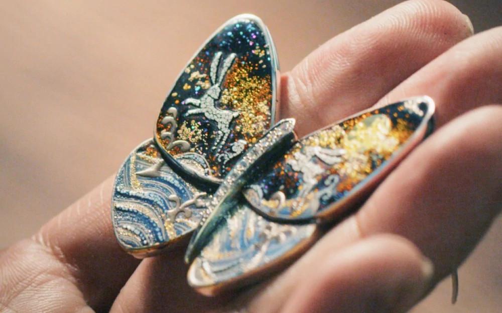宝石铺镶蝶翼花纹设计