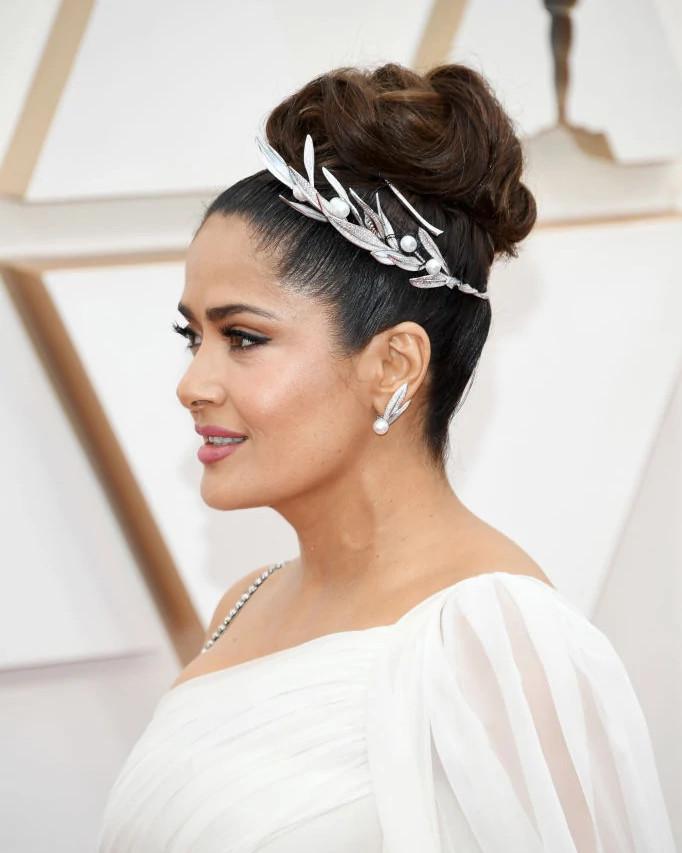 萨尔玛·海耶克佩戴天然钻石珍珠项链王冠