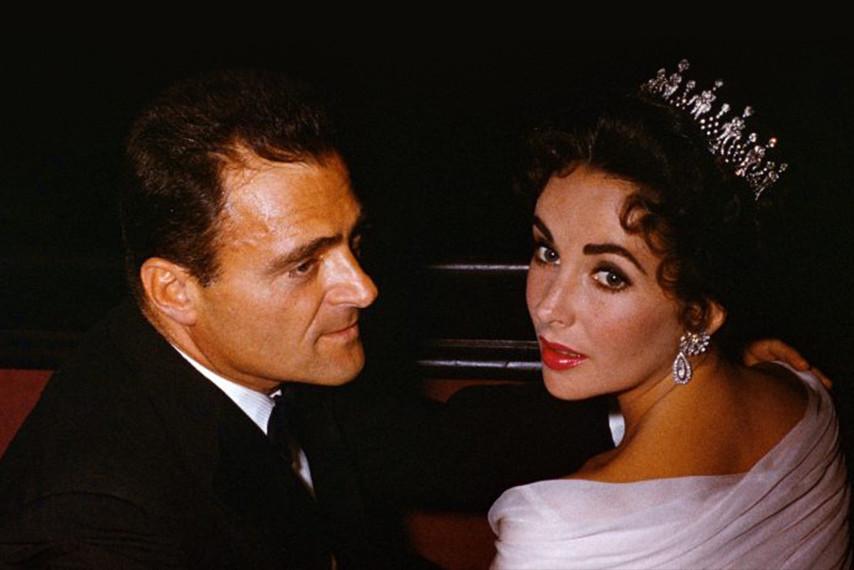 伊丽莎白·泰勒佩戴复古天然钻石王冠