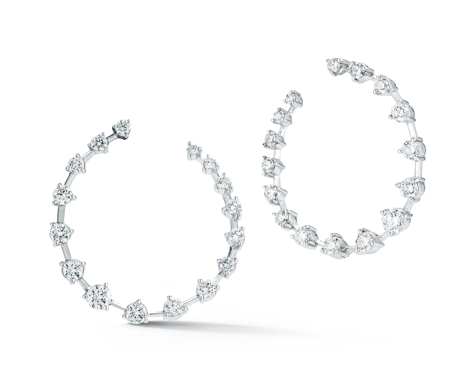 Jade Trau 18K白金镶天然钻石月牙耳环
