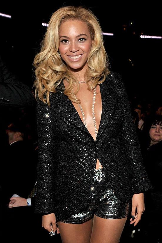 碧昂斯亮相2011年格莱美音乐颁奖典礼
