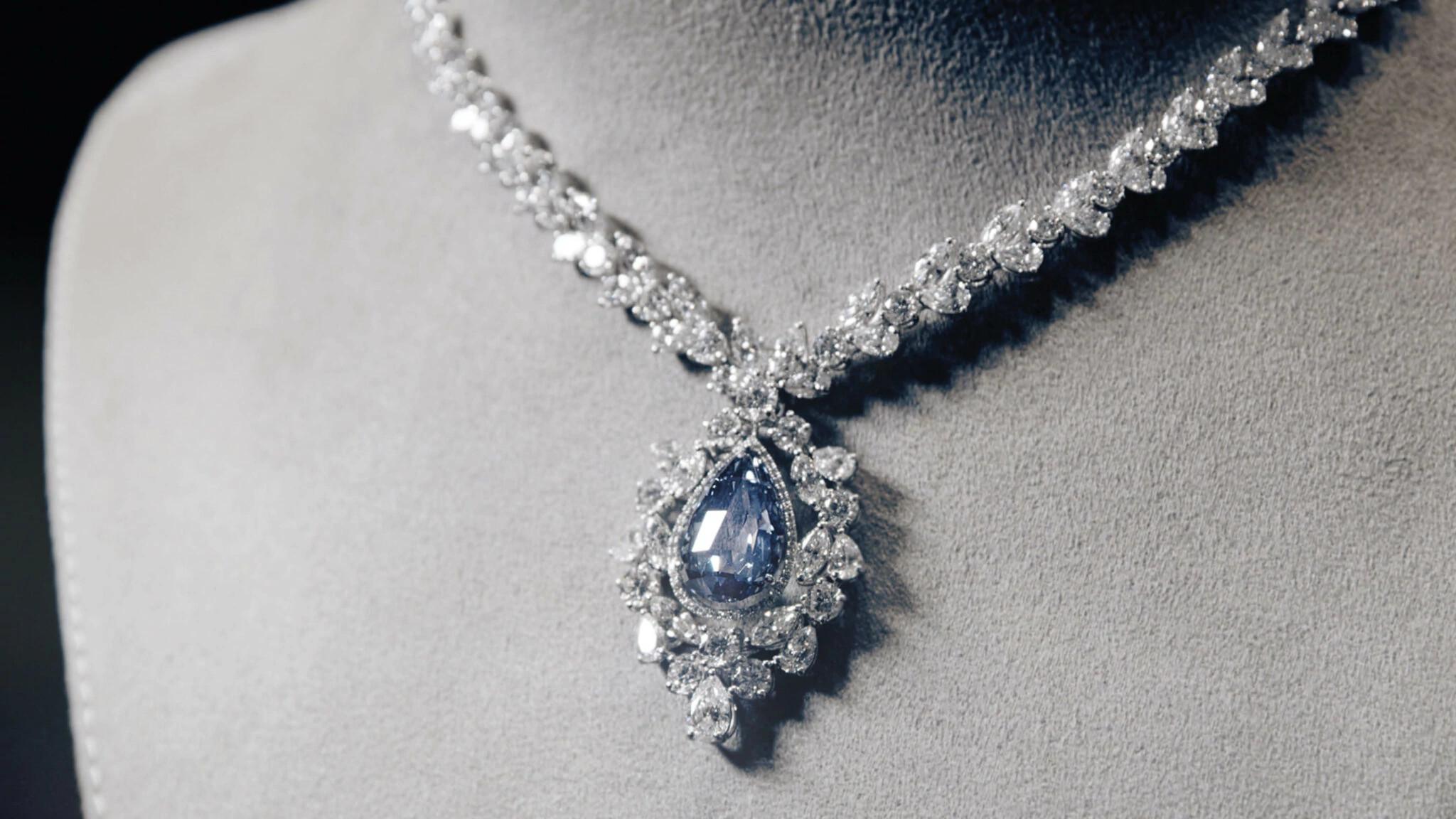 坠形翻光切割蓝色天然钻石项链