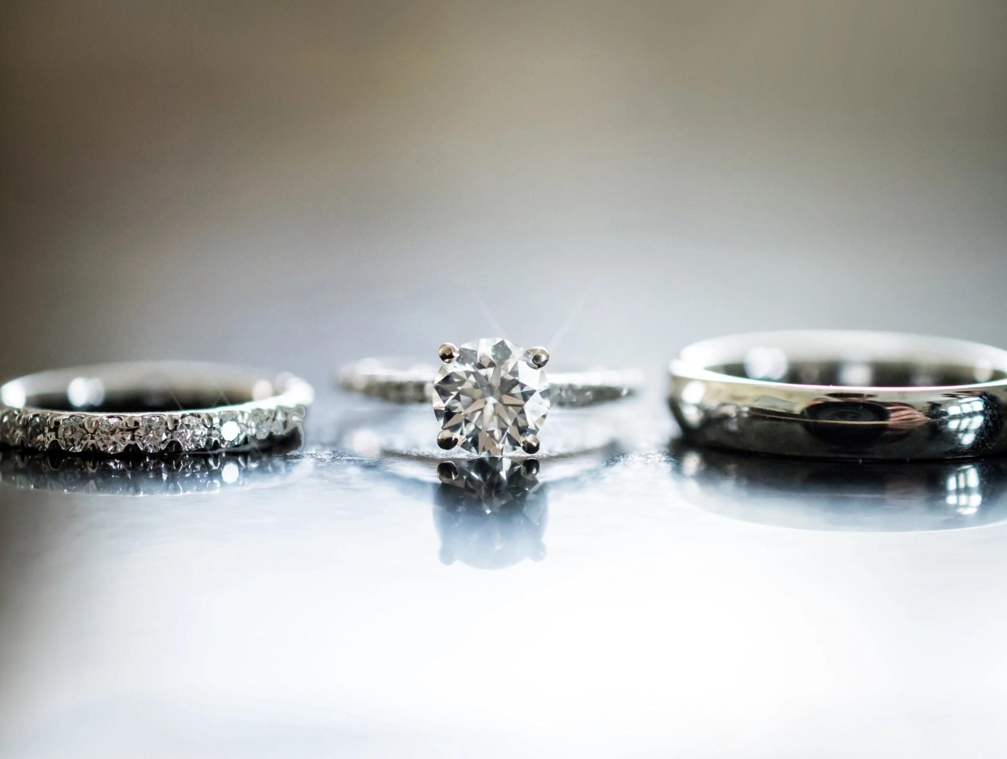 凯文和迪娜的天然钻石婚戒