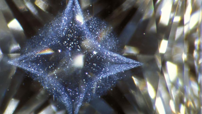 光纤照明下的云状形成物的辐射星型图案