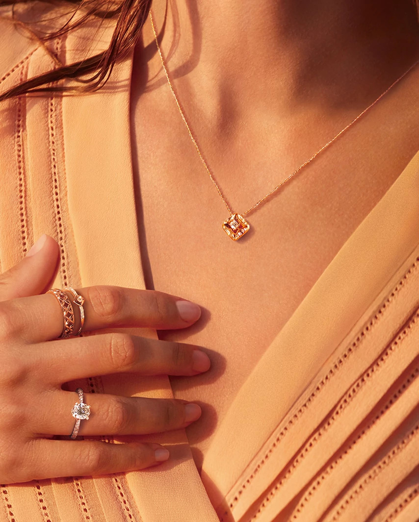 安娜佩戴天然钻石品牌Forevermark永恒印记