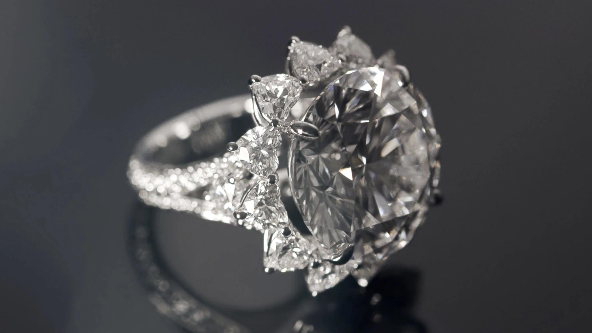 27.03克拉的D色圆形天然钻石钻戒