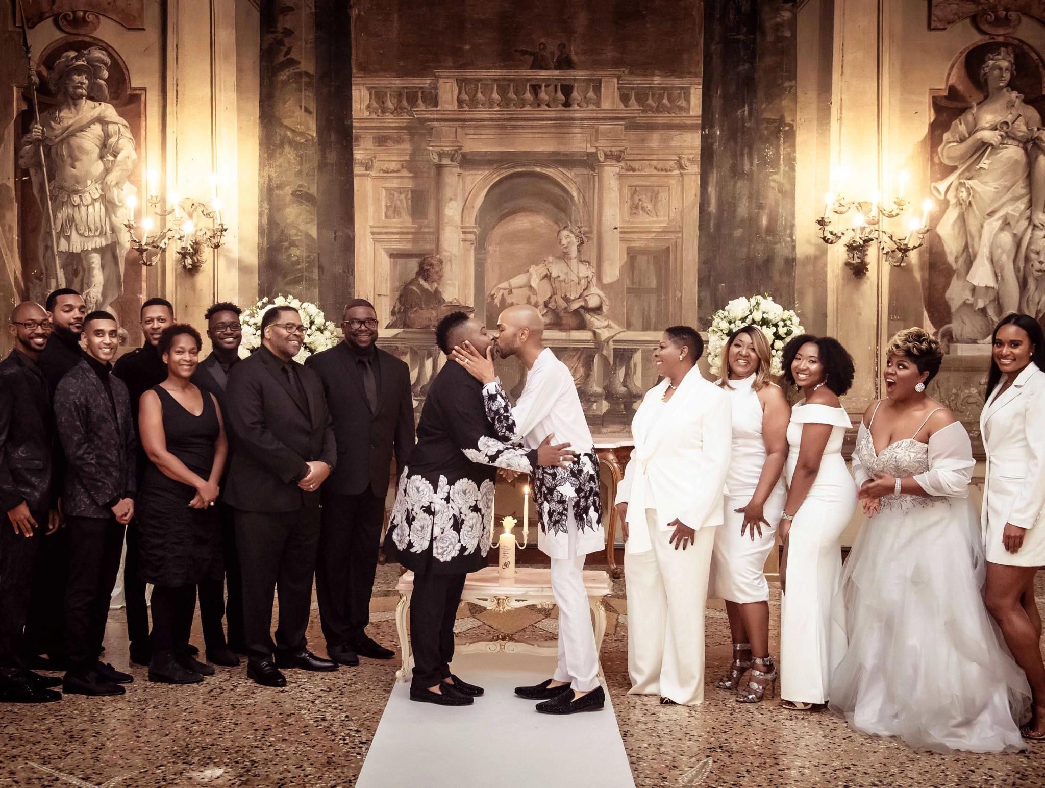 大卫和约翰尼的婚礼初吻