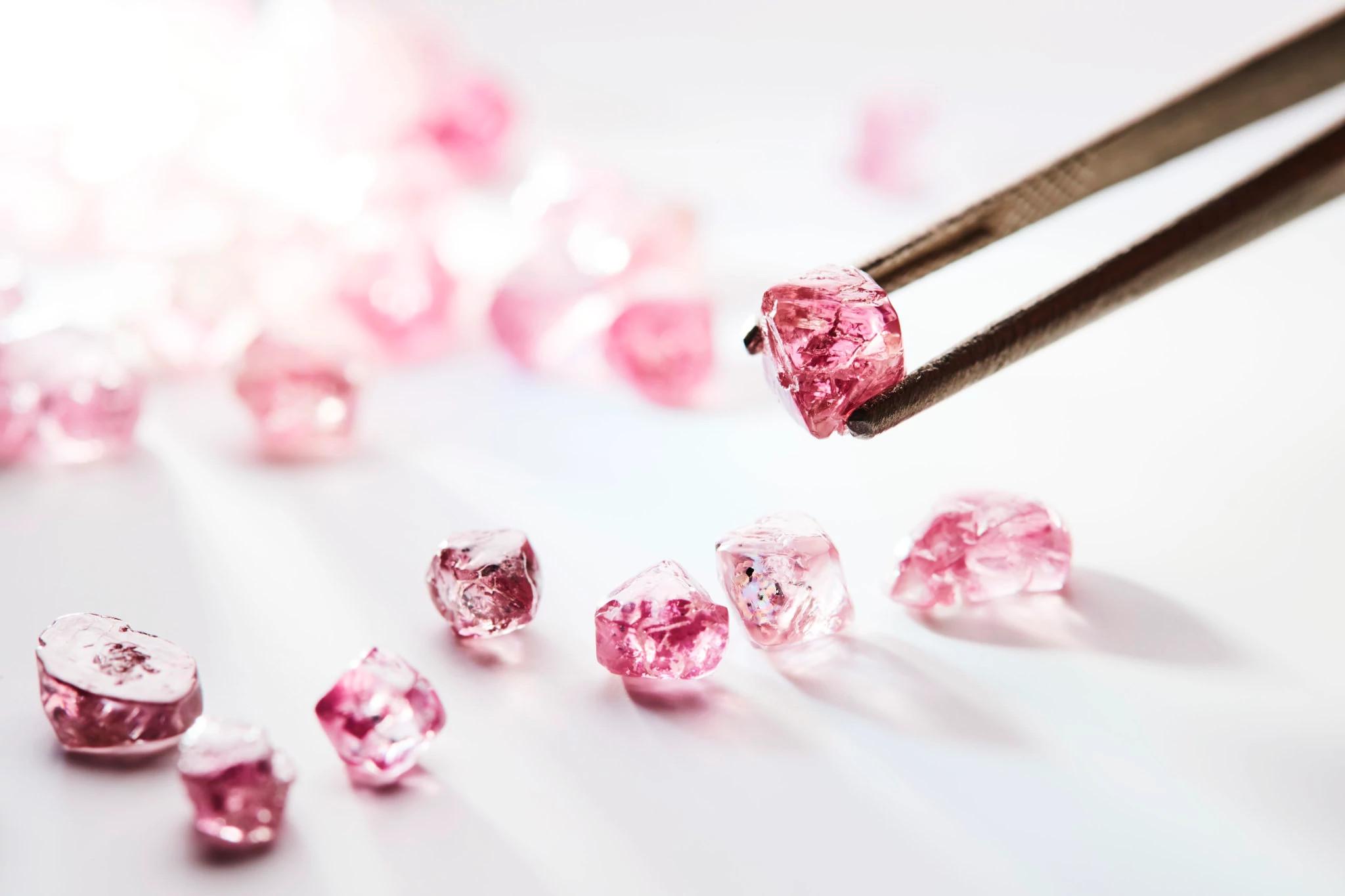 紫粉色天然钻石