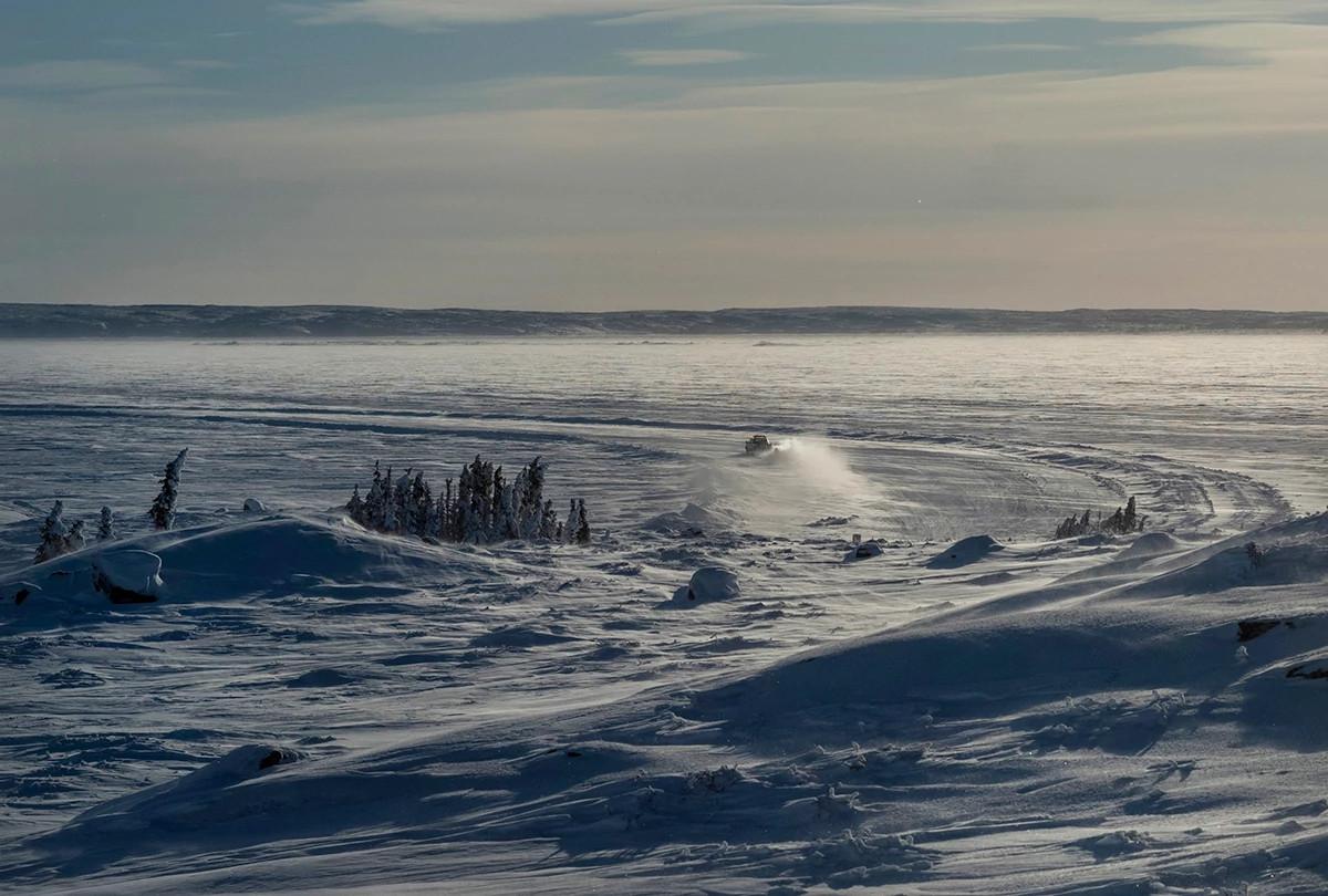 加拿大西北部的Gahcho Kue矿区的冬季公路